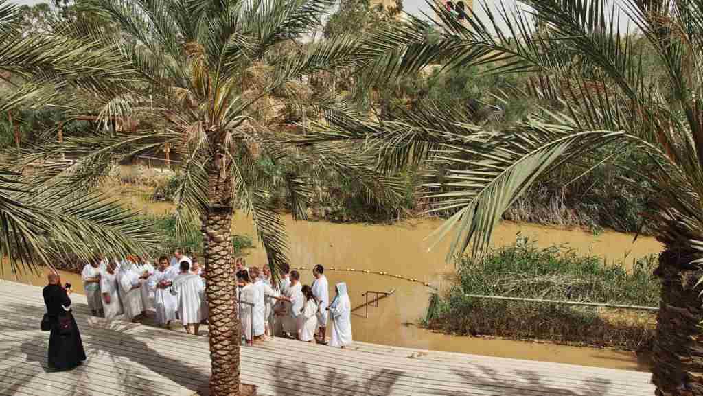 Yardenit, es un sitio para realizar sus promesas bautismales en el Rio Jordan en la región de Galilea donde Jesús pudo haber sido bautizado